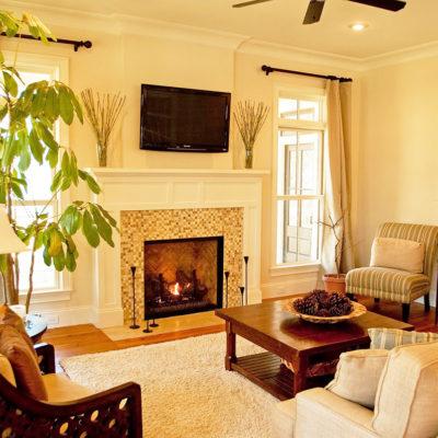 Фото 4 - камин в зале частного дома, украшенный мозаикой