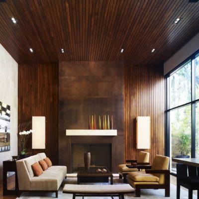 Фото 6 - использование дерева в отделке стен и потолка зала