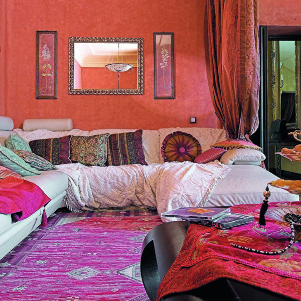 Фото 3 - дизайн зала в индийском стиле