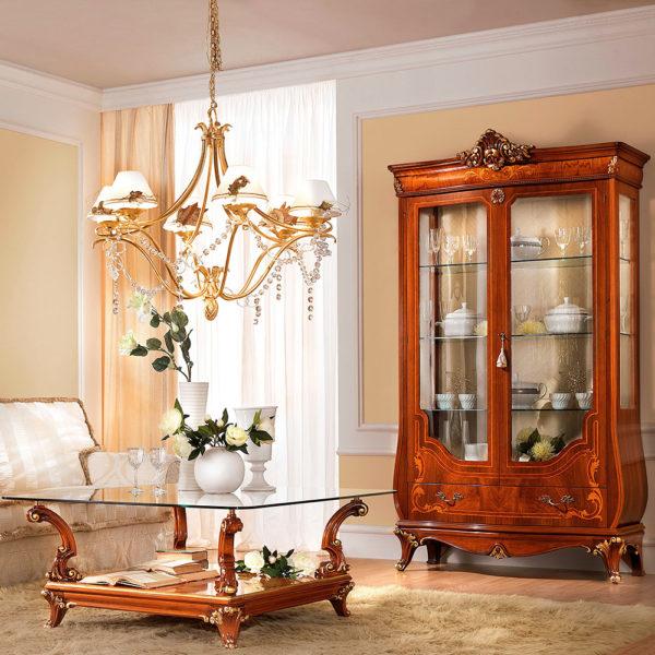Фото 2 - стеклянный столик вносит нотку современности в классический стиль