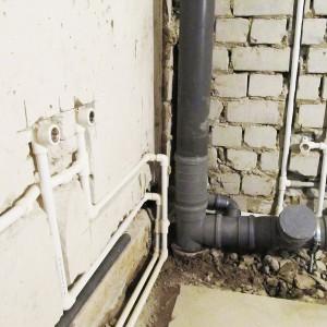 Скрытая прокладка труб во время ремонта в ванной своими руками