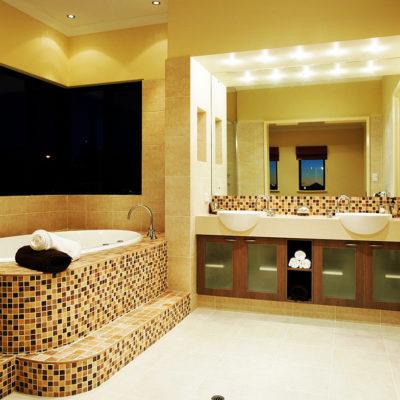 Фото 6 - интерьер большой ванной комнаты