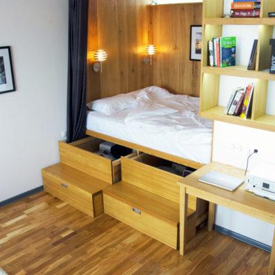 Идея для зоны хранения под кроватью