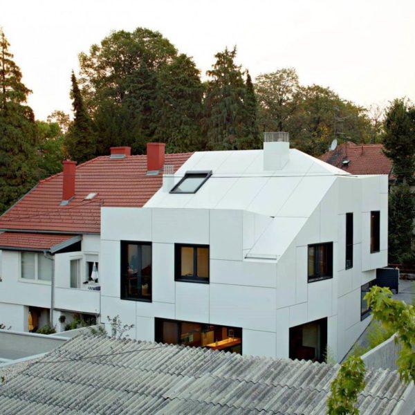 Дом обшит системой алюминиевых фасадов