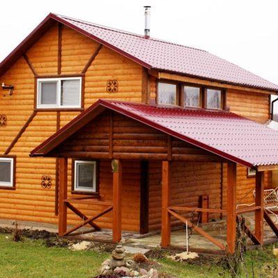 Обшивка дома блок-хаусом с декоративными элементами