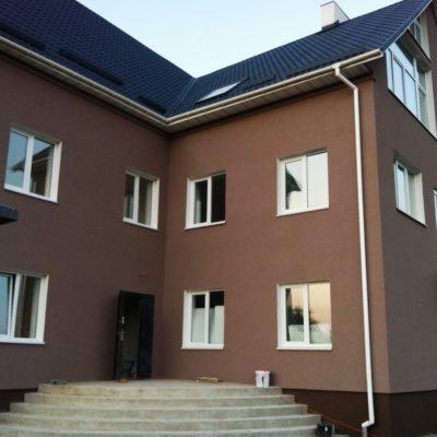 Фото фасада дома отделанного декоративной штукатуркой